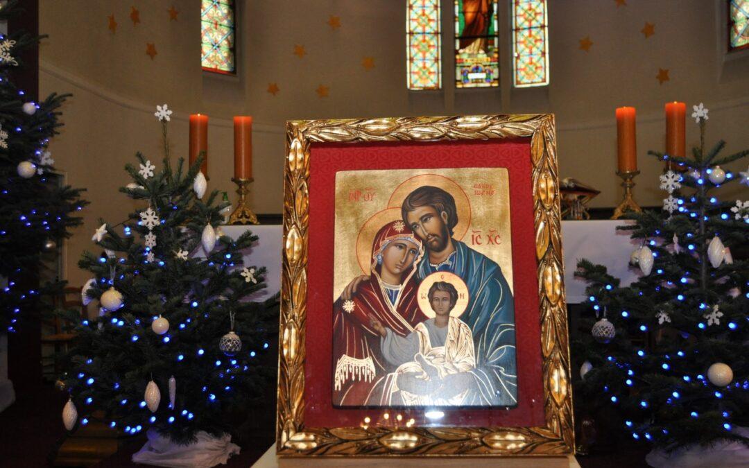 Poświęcenie ikony Świętej Rodziny izawierzenie Jej opiece naszej wspólnoty parafialnej